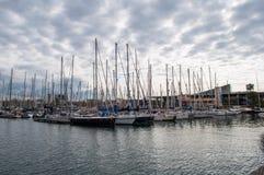 Varende boten in de haven van Barcelona Stock Afbeelding