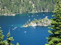 Varende boten in Meer Tahoe stock foto