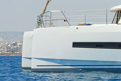 Varende catamaran Royalty-vrije Stock Fotografie