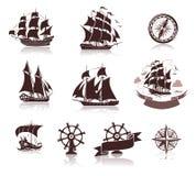 Varende schepensilhouetten en mariene symbolen iconset Stock Afbeelding