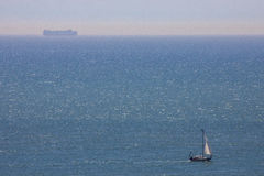 Varende Schip en Veerboot op het Engelse Kanaal Royalty-vrije Stock Afbeeldingen