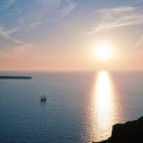 Varende schip en zon Stock Foto's