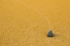 Varende stenen, de Vallei van de Dood, Californië Stock Foto's