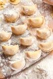 Vareniki (bolas de masa hervida) con las patatas y la cebolla Fotos de archivo
