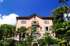 Varennadorp op de kust van Como-Meer royalty-vrije stock afbeeldingen