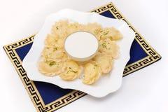 Varenyky, μπουλέττες ή pirogi, με την ξινή κρέμα στοκ φωτογραφία με δικαίωμα ελεύθερης χρήσης