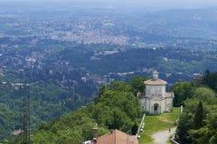 Varese Italien - Juni 04, 2017: Den sakrala monteringen av Varese eller Sacroen Monte di Varese är en av montien för sacri nio i  royaltyfri bild