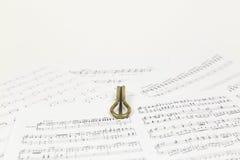 Vargan - altes Musikinstrument vom Wortlippenmund Bezieht sich auf samostudium Die Harfe ist ein dünnes, die Enge hölzern oder Ba stockbilder