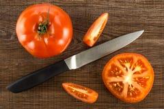 Variété crue fraîche de parcela de La de tomate sur le bois brun Photos stock