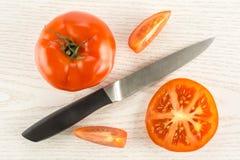 Variété crue fraîche de parcela de La de tomate sur le bois gris Photographie stock