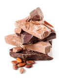 Variété de chocolat. morceaux d'isolement sur le fond blanc. Photos libres de droits