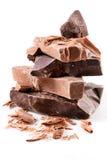 Variété de chocolat. parties d'isolement sur le blanc Image libre de droits