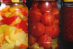 Variété de légumes marinés Photo stock