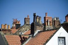 Variété de pots de cheminée en Robin Hoods Bay Photo stock