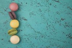 Variété de saveurs de Macarons de Français photos libres de droits
