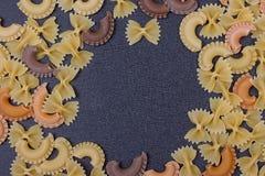 Variété de types de fond italien de pâtes Images libres de droits