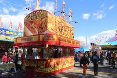 Variété de vendeurs de nourriture de carnaval images libres de droits