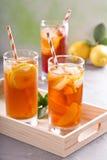 Variété glacée de thé en verres grands Photo stock