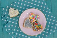 Vari biscotti del pan di zenzero serviti in piatto Fotografie Stock Libere da Diritti