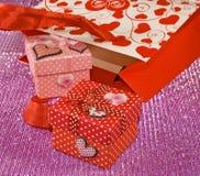 Vari contenitori di regalo e pacchetti del regalo Fotografia Stock