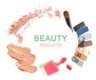 Vari cosmetici isolati sopra bianco Immagini Stock Libere da Diritti