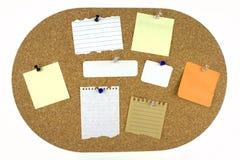 Vari documenti di nota sulla scheda del sughero Fotografia Stock Libera da Diritti