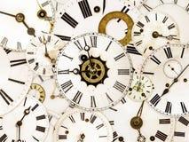Vari fronti di orologio d'annata Fotografie Stock