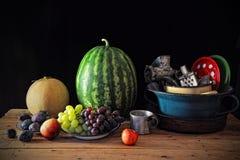 Vari frutta e piatti Fotografia Stock
