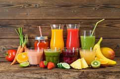 Vari frutta e succhi di verdura Fotografia Stock Libera da Diritti
