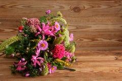 Vari generi di fiori in molti colori Immagine Stock