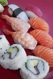 Vari generi di sushi serviti fotografie stock