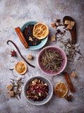 Vari generi di tè asciutto immagini stock