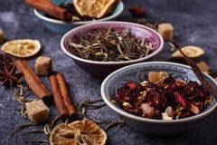 Vari generi di tè asciutto fotografie stock libere da diritti
