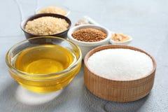 Vari generi di zucchero e di miele fotografia stock libera da diritti