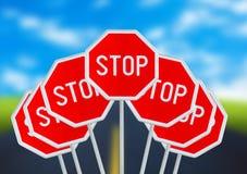 Vari il fanale di arresto sulla strada vaga Fotografia Stock