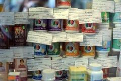 Vari integratori alimentari nel deposito Fotografie Stock Libere da Diritti