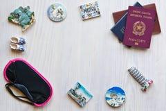 Vari passaporti e ricordo Fotografia Stock