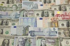 Vari strati di soldi di carta internazionali Immagini Stock