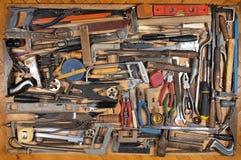 Vari strumenti di carpenteria e del lavoro in metallo Immagine Stock