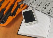 Vari strumenti, taccuino del telefono cellulare Un posto per il vostro testo Immagini Stock