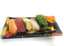 Vari sushi sul piatto bianco del fondo Fotografia Stock Libera da Diritti