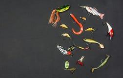 Vari tipi di esche artificiali per la pesca con l'amo per il pesce Fotografie Stock Libere da Diritti