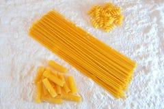 Vari tipi di italiani della pasta Immagine Stock