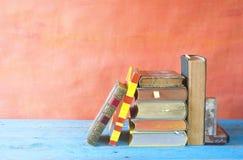 Vari vecchi libri fotografia stock