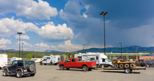 Vari veicoli ricreativi nei territori di Yukon Fotografia Stock Libera da Diritti