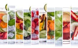 Varia acqua infusa di rinfresco da frutta tropicale Fotografia Stock Libera da Diritti