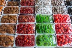 Varia conserva frutta alla vendita al dettaglio Immagini Stock Libere da Diritti