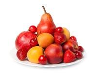 Varia frutta su un piatto Fotografia Stock Libera da Diritti