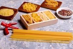 Varia miscela di pasta, dei peperoncini rossi e del pepe Immagine Stock Libera da Diritti