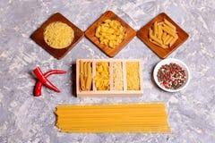 Varia miscela di pasta, dei peperoncini rossi e del pepe Fotografia Stock Libera da Diritti